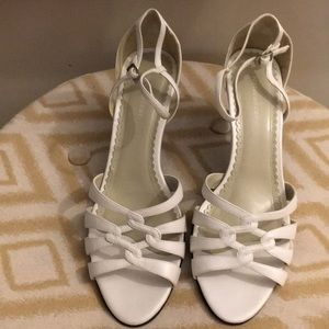 Brand new Naturalizer white leather heels